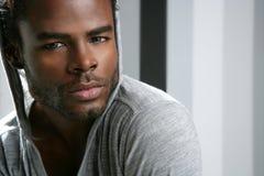 amerykanin afrykańskiego pochodzenia czarny śliczni mężczyzna portreta potomstwa Zdjęcie Royalty Free
