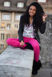 amerykanin afrykańskiego pochodzenia dziewczyny słuchający muzyczny nastoletni Obraz Royalty Free