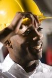 amerykanin afrykańskiego pochodzenia hardhat męscy pracownika potomstwa Fotografia Royalty Free