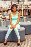 Amerykanin Afrykańskiego Pochodzenia kobieta podróżuje, relaksujący w Nowy Jork Obraz Stock