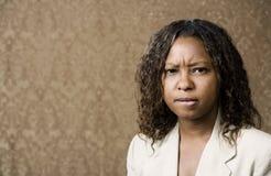 amerykanin afrykańskiego pochodzenia kobieta zaniepokojona ładna Fotografia Royalty Free