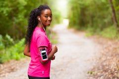Amerykanin afrykańskiego pochodzenia kobiety jogger portret sprawność fizyczna, ludzie i h -, zdjęcie royalty free