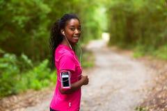 Amerykanin afrykańskiego pochodzenia kobiety jogger portret sprawność fizyczna, ludzie i h -, obrazy stock