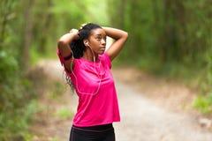 Amerykanin afrykańskiego pochodzenia kobiety jogger portret sprawność fizyczna, ludzie i h -, obraz royalty free