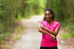 Amerykanin afrykańskiego pochodzenia kobiety jogger portret sprawność fizyczna, ludzie i h -, fotografia stock