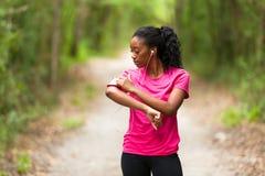 Amerykanin afrykańskiego pochodzenia kobiety jogger portret sprawność fizyczna, ludzie i h -, zdjęcia royalty free
