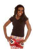 Amerykanin Afrykańskiego Pochodzenia kobiety leggings stojaka uśmiech wręcza biodra Zdjęcie Stock