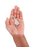 Amerykanin Afrykańskiego Pochodzenia kobiety ręka Trzyma domowego klucz Obrazy Stock