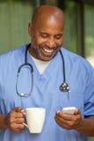 Amerykanin afrykańskiego pochodzenia lekarka zdjęcie stock