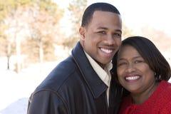 Amerykanin Afrykańskiego Pochodzenia macierzysty i jej dorosły syn Obraz Stock