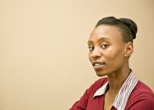 amerykanin afrykańskiego pochodzenia portreta ładna kobieta fotografia stock