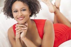 Amerykanin afrykańskiego pochodzenia szczęśliwa Mieszana Biegowa Dziewczyna Fotografia Royalty Free