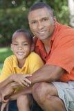 Amerykanin afrykańskiego pochodzenia szczęśliwy Ojciec & Syn Rodzina Zdjęcia Royalty Free