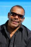 amerykanin afrykańskiego pochodzenia szkieł szczęśliwy mężczyzna słońce Obrazy Royalty Free