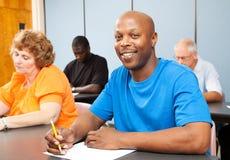 amerykanin afrykańskiego pochodzenia szkoła wyższa przystojny uczeń Obrazy Stock