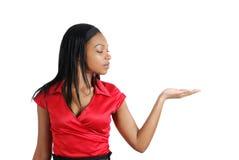 amerykanin afrykańskiego pochodzenia biznesowa robi prezentaci kobieta Zdjęcia Royalty Free