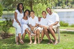 Amerykanin Afrykańskiego Pochodzenia Dzieci Rodzinni Rodzice i Obrazy Stock