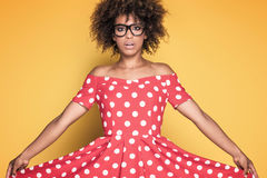 Amerykanin afrykańskiego pochodzenia dziewczyna w czerwieni sukni Fotografia Stock