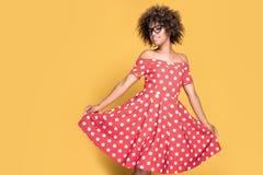 Amerykanin afrykańskiego pochodzenia dziewczyna w czerwieni sukni Zdjęcia Stock