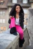 amerykanin afrykańskiego pochodzenia dziewczyny listenin nastoletni potomstwa Obraz Royalty Free