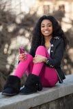 amerykanin afrykańskiego pochodzenia dziewczyny listenin nastoletni potomstwa Obrazy Stock