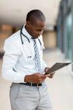 Amerykanin afrykańskiego pochodzenia lekarka Obraz Royalty Free