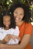 Amerykanin Afrykańskiego Pochodzenia macierzysty i jej daugher Zdjęcia Royalty Free
