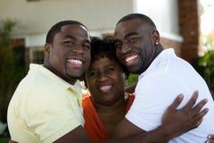 Amerykanin Afrykańskiego Pochodzenia macierzysty i jej dorosli synowie Fotografia Royalty Free