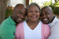 Amerykanin Afrykańskiego Pochodzenia macierzysty i jej dorosli synowie Zdjęcie Royalty Free