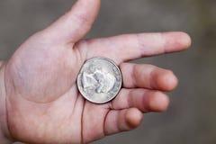 Amerykanin moneta w ręce Zdjęcia Royalty Free