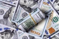 Amerykanin sto dolarowych rachunków w górę, pieniądze tło obraz royalty free