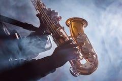 Amerykanina Afrykańskiego Pochodzenia muzyka jazzowego błękity Świetlicowy Preformer Zdjęcia Stock
