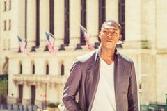 Amerykanina Afrykańskiego Pochodzenia nastoletni chłopak podróżuje w Nowy Jork Fotografia Stock