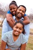 Amerykanina Afrykańskiego Pochodzenia ojciec i jego młode córki Obrazy Royalty Free