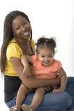 Amerykanina Afrykańskiego Pochodzenia macierzysty mienie jej biracial córka Fotografia Stock