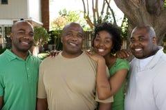 Amerykanina Afrykańskiego Pochodzenia ojciec i jego dorosli dzieci obraz stock
