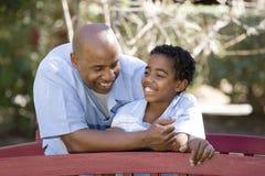 Amerykanina Afrykańskiego Pochodzenia syn i obrazy stock
