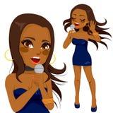 Amerykanina Afrykańskiego Pochodzenia wystrzału piosenkarza kobieta Obrazy Stock