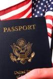amerykański obywatelstwa flaga ręki paszport my Obraz Stock