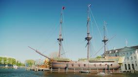 Amesterdam,荷兰, 2018年5月:船阿姆斯特丹的复制品,在1749年下沉在它的第一次远航期间 影视素材