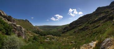 ` Ametade de Covao d au milieu de la vallée Serra DA Estrela, Portugal Photos stock