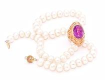 amethyst античное золото pearls сбор винограда кольца стоковое фото rf