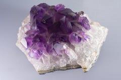 Amethyst кристаллический камень утеса Стоковое фото RF