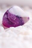 amethyst naturlig sten Arkivbild