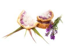 Amethystdruse-Seifenfelsen mit Lavendel Lizenzfreie Stockfotografie