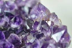 Ametista roxa Crystal Cluster Gems do isqueiro fotografia de stock