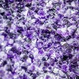 Ametystowy kryształ purpur dokładne spojrzenie zdjęcia stock