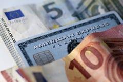 Amex och någon eurokassa in en Closeup arkivfoto