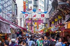 Ameya Yokocho街道视图  免版税库存图片