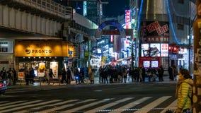 Ameyoko lub Ameyayokocho rynek blisko Ueno stacji Ważna zakupy ulica w Tokio Japoński tekst reklamuje rynku imię i zdjęcia royalty free